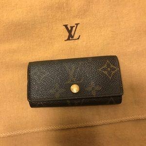 🌼Authentic LV Monogram 4 Cles key holder🌼